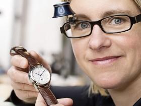 Die Hamburger Uhrmachermeisterin Christine Genesis