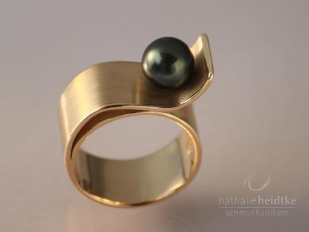 "Ring ""Die Sanddüne mit Perle"", 585/- Gold & Tahitiperle 1375,- €"