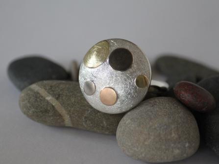 """""""Pünktchen-Ring"""", Silber und Gold"""